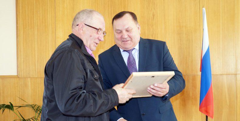 Поздравления и награды — работникам местного самоуправления