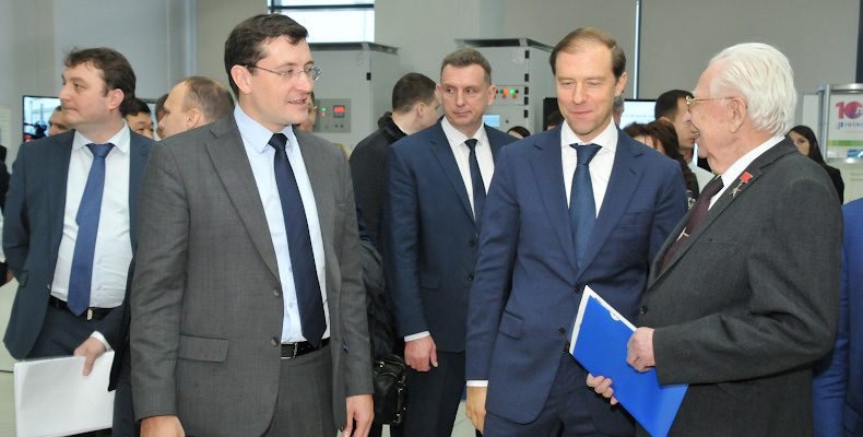 Диверсификация ОПК, бережливые технологии и развитие несырьевого экспорта обсудили Никитин и Мантуров