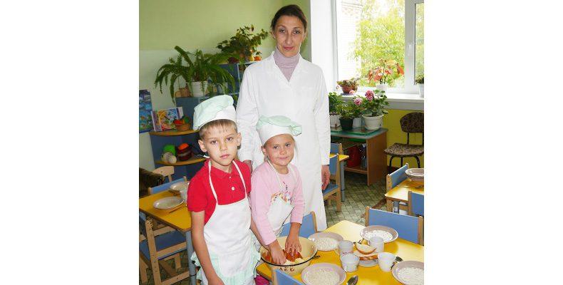 Воспитатель — основа садика