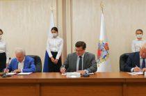 Глеб Никитин и председатель Совета Центросоюза РФ Дмитрий Зубов подписали соглашение о развитии потребительской кооперации